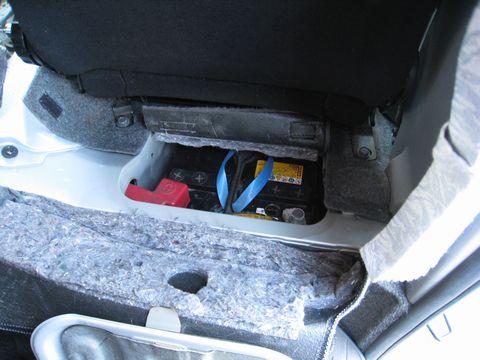 ハイエース寒冷地仕様 増設バッテリー
