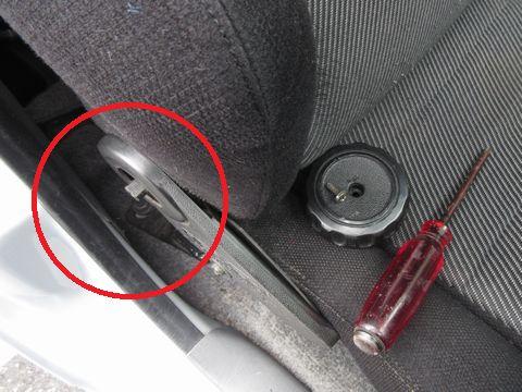セミバケットシートのリクライニングダイヤルの取り外し