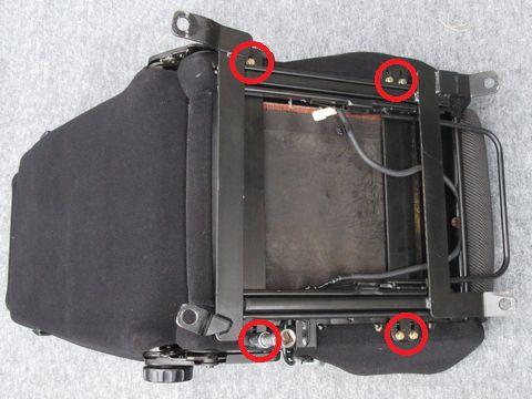 セミバケットシートの六角ボルト(仮り止め)