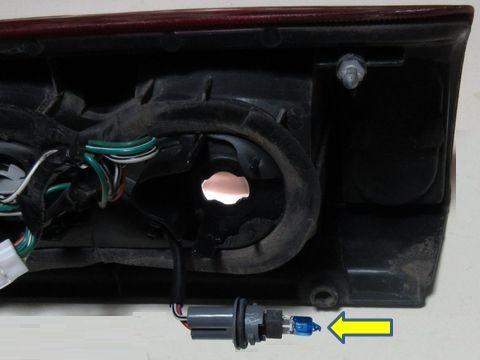 バックランプのバルブ交換(高輝度バルブの取り付け)