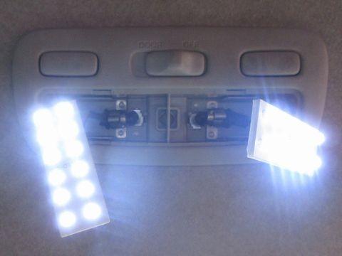 フロントルームランプ(LEDパネルの点灯確認)