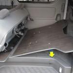 セカンドシート下用床板の取り付け