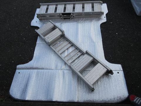 断熱材の罫書き、切断(荷室床面)